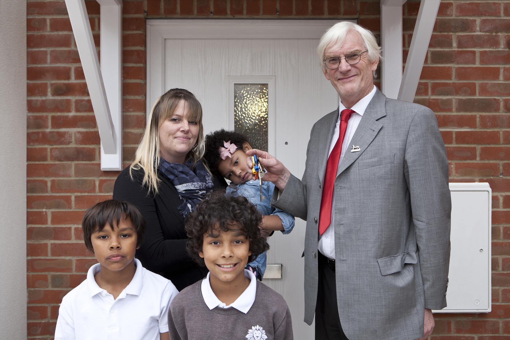 Cllr Waters hands over keys to new council house to delighted family.